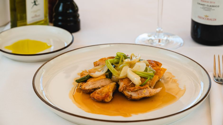 In the centre of Florence, the Ristorante Frescobaldi offers Tuscan cuisine and wines from surrounding wineries.
