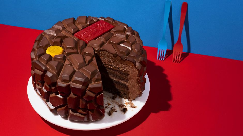 A cake with the typical chocolate bar pattern of Tony's Chocolonely