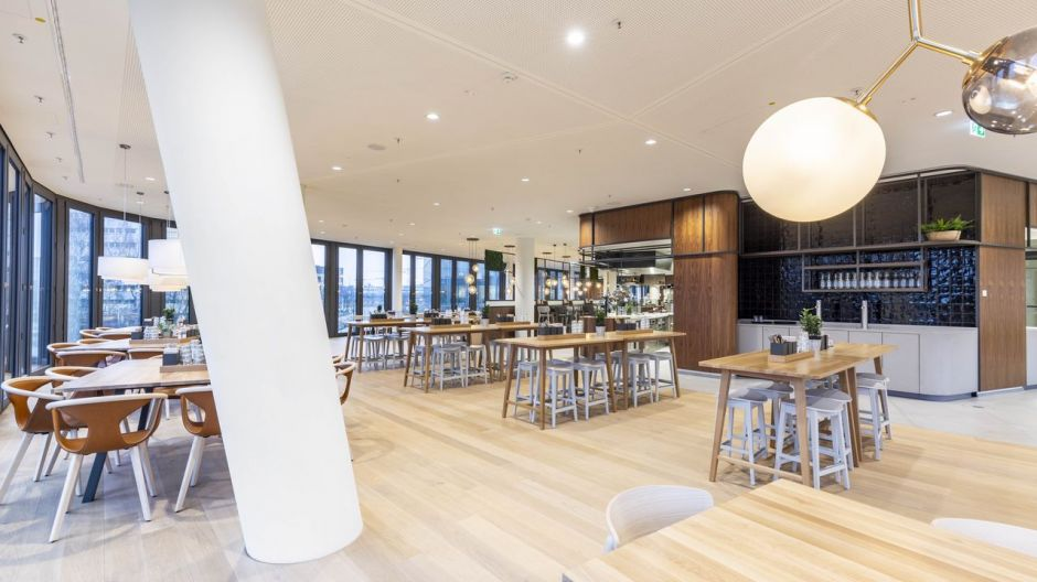 The Leonardi company restaurant in the Bavaria Towers offers almost 1,200 square metres of catering space with 460 seats, distributed over two towers and three levels.