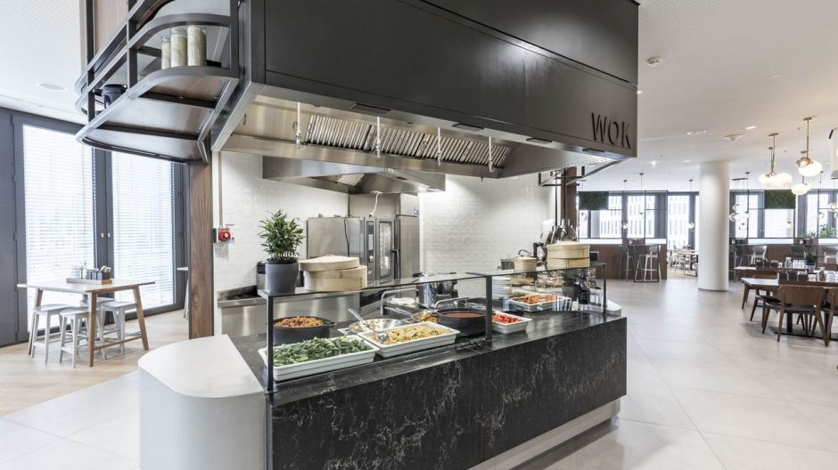 On the 1st floor of Tower E, Asian dishes are freshly prepared in the wok at the counter.