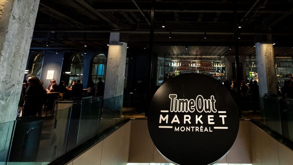 In mid-November 2019, the sixth location of the Time Out Group's food and culture market opened its doors. The pictures are also from that time period. On 3,700 square meters, guests will find a selection of 16 restaurants, 3 bars, a show kitchen and a culinary academy. After a corona-induced break the market is now open again.