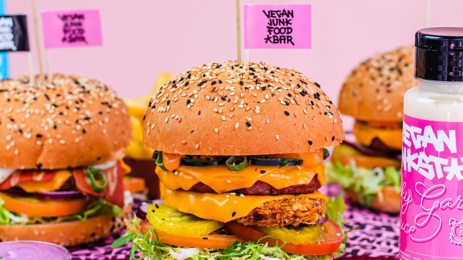 Seven locations are to become 100 within five years. Therefore the Vegan Junk Food Bar is looking for strong franchise partners all over Europe and the Middle East.