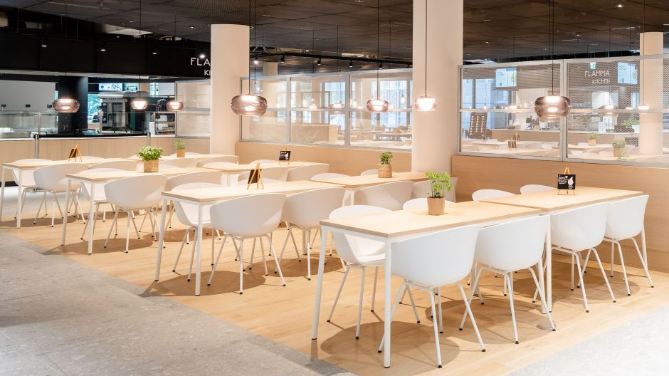 Space for New Work - plenty of light and air as well as a stylish ambience is what the Olympia Business Center offers its tenants. The restaurant for everyone is open and a point of attraction for everyone - in terms of cuisine and style.