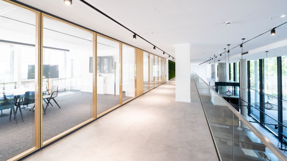 Space for New Work - the offices and workplaces also focus on transparency and a contemporary ambience.