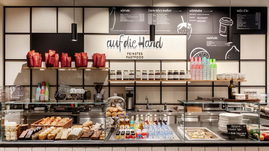 Visible freshness, clearly presented and quickly regenerated and dispensed. The Gourmet counter enables the fast ordering and serving process - and leaves the view of the coffee and tea competence free.