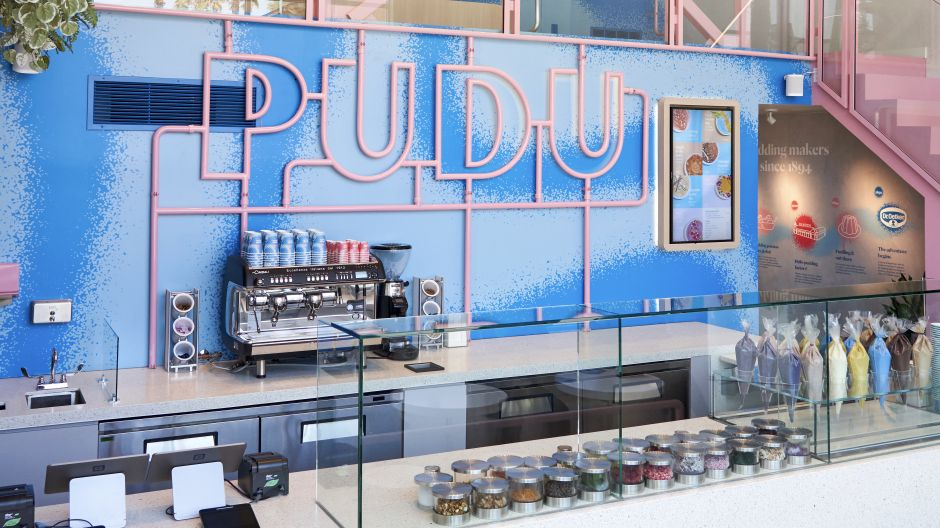 "Trendy concept, hip location, innovative product: Pudu Pudu on Venice Beach/L.A. is the first unit of the Dr. Oetker Hospitality Group's pudding concept. Here, so-called puddistas conjure up ""edible art"" from exclusive pudding flavors (e.g. Wild Blueberry or Koskosnuss Pineapple) and creative superfood toppings. The eye-catchers are served at 0°C."