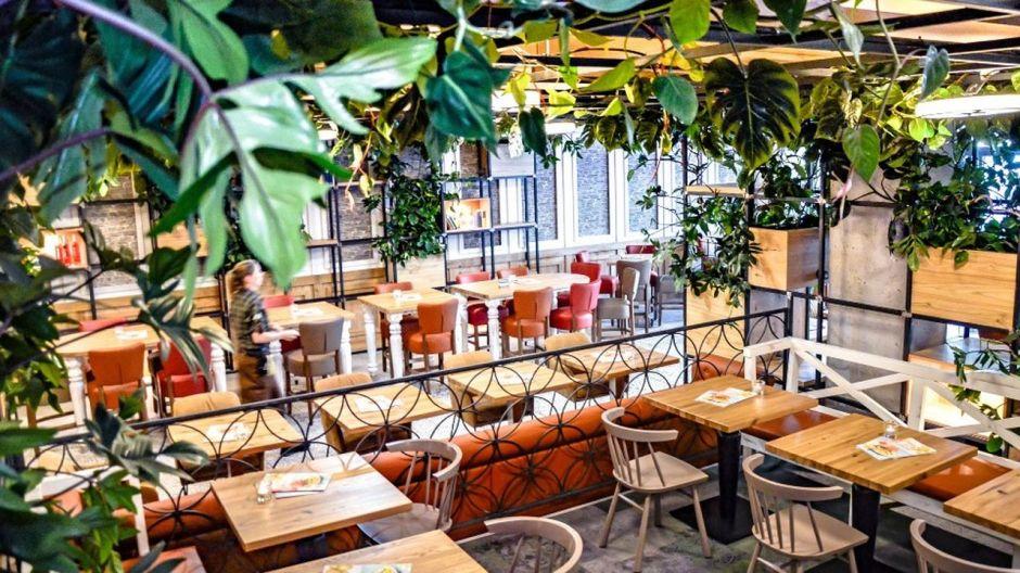 mercedes platz berlin: neuer hotspot mit 20 restaurants