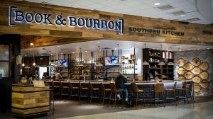 Das prämierte Konzept 'Book & Bourbon Southern Kitchen am Louisville International Airport.