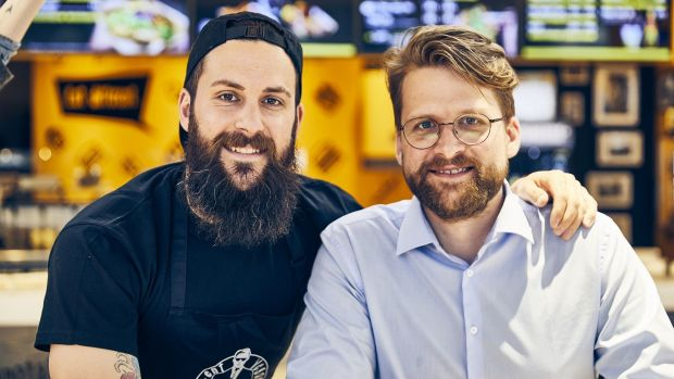 Topias Rohde (links) und Christian Kuper gründeten 2014 Vincent Vegan.