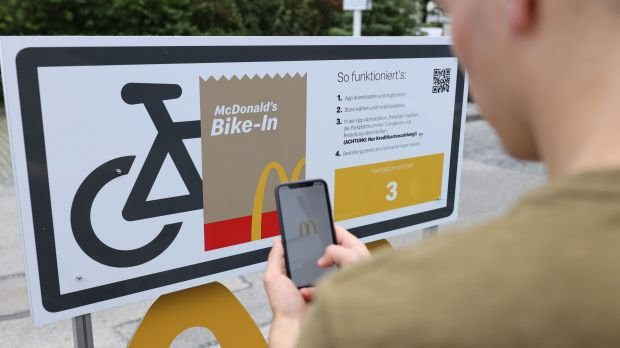 From now on cyclists can also use a drive-in at McDonald's Germany.