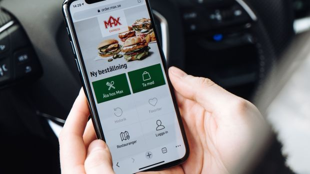 In the app, users enter where they want to receive their order. If it is the car window, they have to specify the license plate number and car color.