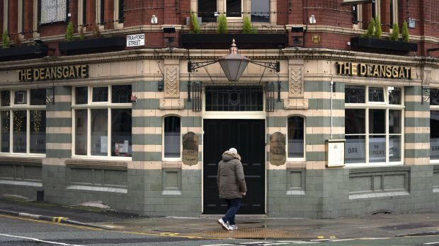Pub operators in Great Britain are longing for the end of the lockdown in mid-April. Industry representatives are pleading for the indoor areas to be allowed to be used again then. According to government strategy, it's not their turn until mid-May.